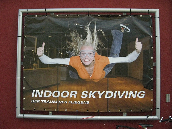 indoor skydiving das stammtisch sofa usa stammtisch. Black Bedroom Furniture Sets. Home Design Ideas